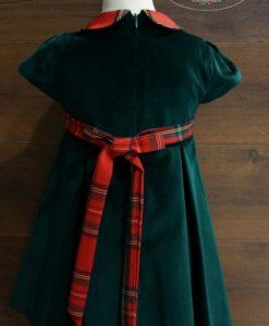 Платье регулируется на талии с помощью пояса